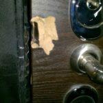 Взломанная дверь Гранит