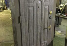 Двойная металлическая дверь