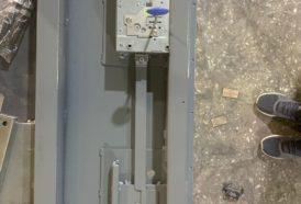 Блокирующая шторка для замка входной двери