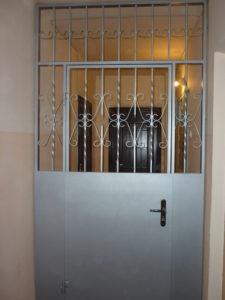 тамбурные решетчатые двери